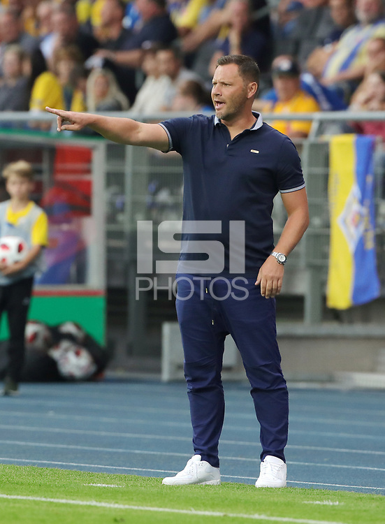 Trainer Pal Dardai gesture,        <br /> / Sport / Football / DFB Pokal 1.round 3. Bundesliga Bundesliga /  2018/2019 / 20.08.2018 / BTSV Eintracht Braunschweig vs. Hertha BSC Berlin / DFL regulations prohibit any use of photographs as image sequences and/or quasi-video. /<br />       <br />    <br />  *** Local Caption *** © pixathlon<br /> Contact: +49-40-22 63 02 60 , info@pixathlon.de