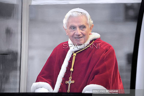 Pope Benedict XVI prayer ceremony during the traditionnal visit to the statue of Mary on the day of the celebration of the Immaculate Conception et Piazza di Spagna (Spanish Square) on December 8, 2011..