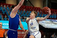 27-03-2021: Basketbal: Donar Groningen v Den Helder Suns: Groningen Donar speler Henry Caruso met Den Helder speler Ben Kovac