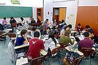 Alunos em sala de aula, Instituto de Quimica da Universidade de Sao Paulo - USP. Sao Paulo. 2012. Foto de Juca Martins.