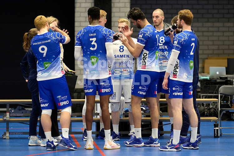 30-01-2021: Volleybal: Amysoft Lycurgus v Talentteam Papendal: Groningen time out Lycurgus