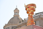 The Trofeo Senza Fine on display at sign on before the start of Stage 4 of the 103rd edition of the Giro d'Italia 2020 running 140km from Catania to Villafranca Tirrena, Sicily, Italy. 6th October 2020.  <br /> Picture: LaPresse/Gian Mattia D'Alberto   Cyclefile<br /> <br /> All photos usage must carry mandatory copyright credit (© Cyclefile   LaPresse/Gian Mattia D'Alberto)