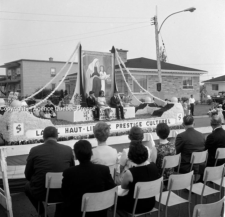 le defile de la Saint-Jean-Baptiste ; fete nationale du Quebec<br /> , 24 juin 1966<br /> <br /> PHOTO :  Agence Quebec Presse - Photo Moderne