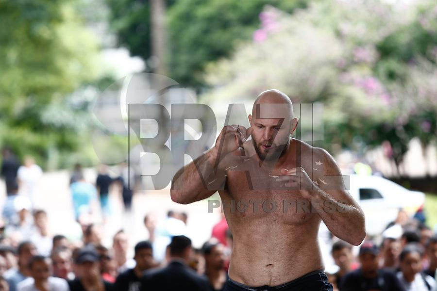 SAO PAULO, SP, 16 DE JANEIRO DE 2013. UFC SAO PAULO TREINO. o lutador Tiago Tavares  durante treino aberto realizado no Vale do Anhangabau na manha desta quarta feira no centro de  Sao Paulo. FOTO ADRIANA SPACA / BRAZIL PHOTO PRESS