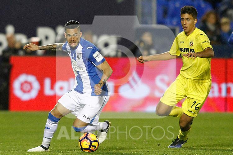 CD Leganes' Luciano Neves (l) and Villarreal CF's Rodri Hernandez during La Liga match. December 3,2016. (ALTERPHOTOS/Acero)