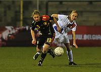 Netherlands U17 - Belgium U17 : Margaux Van Ackere (links) in duel met Lisanne Van Gurp.foto Joke Vuylsteke / Vrouwenteam.be