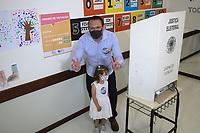 Campinas (SP), 15/11/2020 - Eleições-SP - O candidato a prefeitura de Campinas, interior de São Paulo, Rafa Zimbaldi (PL), votou na manhã deste domingo (15) na escola Progresso no bairro Cambuí.