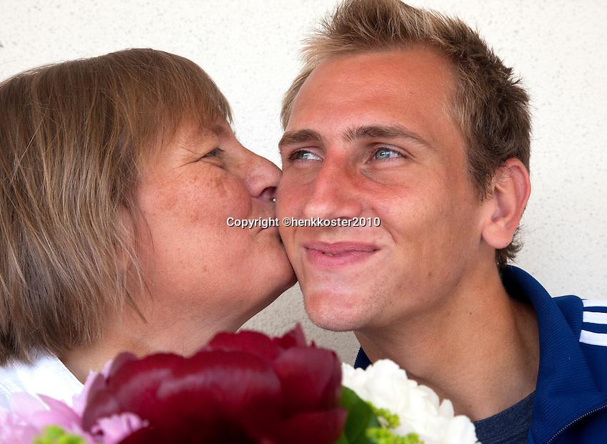 17-06-10, Tennis, Rosmalen, Unicef Open,  Thiemo de Bakker met zijn moeder