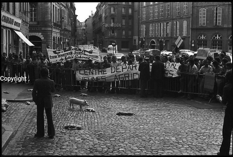 17 Juillet 1974. Vue de la manifestation des agriculteurs sur la place Saint-Etienne.