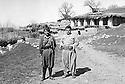 Iraq 1962.In Qara Dagh, village d'Omar Aman, right sheikh Mohamed kasnazani and left, Noshirwan Nasti