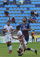 SANTA MARTA - COLOMBIA, 31-08-2019: Abel Aguilar de Unión disputa el balón con Edison Mauricio Duarte del Cucuta durante partido por la fecha 9 de la Liga Águila II 2019 entre Unión Magdalena y Cúcuta Deportivo jugado en el estadio Sierra Nevada de la ciudad de Santa Marta. / Abel Aguilar of Union struggles the ball with Edison Mauricio Duarte of Cucuta during match for the date 9 as part Aguila League II 2019 between Union Magdalena and Cucuta Deportivo played at Sierra Nevada stadium in Santa Marta city. Photo: VizzorImage / Gustavo Pacheco / Cont