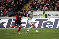 Zweikampf zwischen Ranisav Jovanovic (FSV Mainz 05) und Chris (Eintracht Frankfurt)