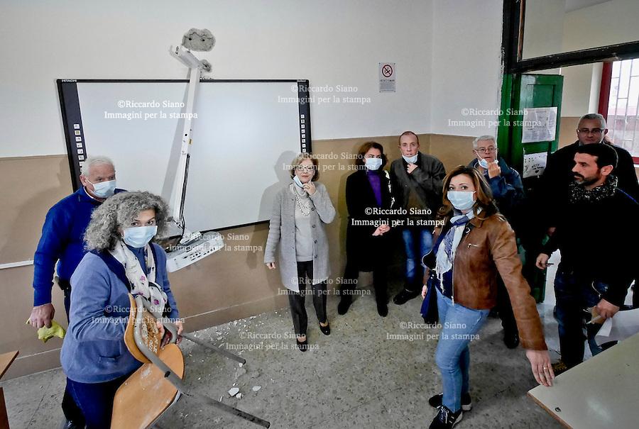 - NAPOLI 26  NOV 2014 -  Istituto Galiani il giorno dopo il raid, la preside, Armida Filippelli e insegnati subito a lavoro per riprendere al più presto le lezioni