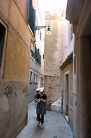 Un vicolo del sestiere Castello, Venezia.<br /> An alley of the Castello sestiere in Venice.<br /> UPDATE IMAGES PRESS/Riccardo De Luca
