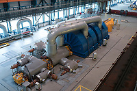 Germany, Hamburg, Vattenfall coal power station Moorburg, switched off in july 2021 as part of german coal exit / DEUTSCHLAND, Hamburg, Vattenfall Kohlekraftwerk Moorburg, in Betriebnahme 2015, letzter Betrieb vor endgültiger Abschaltung im Juli 2021, Maschinenhaus, Alstom Turbine und Generator zur Stromerzeugung
