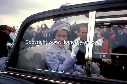 Queens Silver  Jubilee 1977 The Queen and Prince Philip drive through crowds in open toped Rolls Royce Southwark South London UK