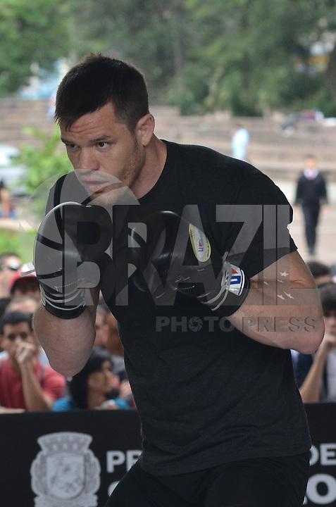 SAO PAULO, SP, 16 DE JANEIRO DE 2013.- TREINO UFC C. B. DOLLAWAY - O lutador C. B. Dollaway durante  treino aberto do UFC que aconteceu na manha desta quarta feira, 16, no vale do Anhangabau, regiao central da capital.  (FOTO: ALEXANDRE MOREIRA / BRAZIL PHOTO PRESS).
