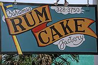 Iles Bahamas / New Providence et Paradise Island / Nassau: enseigne boutique sur Bay Street vendant du gateau au rhum
