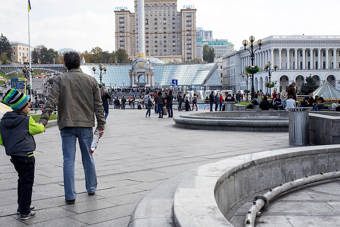 Maidan in Kiew mit dem Hotel Kiew im Hintergrund ca. ein Jahr nach Beginn der Proteste / Maidan in Kiew ca. one year after the protests