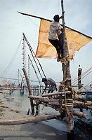 Indien, Cochin = Kochi (Kerala), Fischer mit Stellnetzen