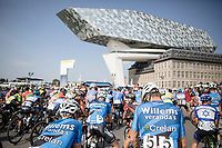 race start at the exceptional Antwerp Port-house by the British-Iranian architect Zaha Hadid<br /> <br /> 92th Schaal Sels 2017