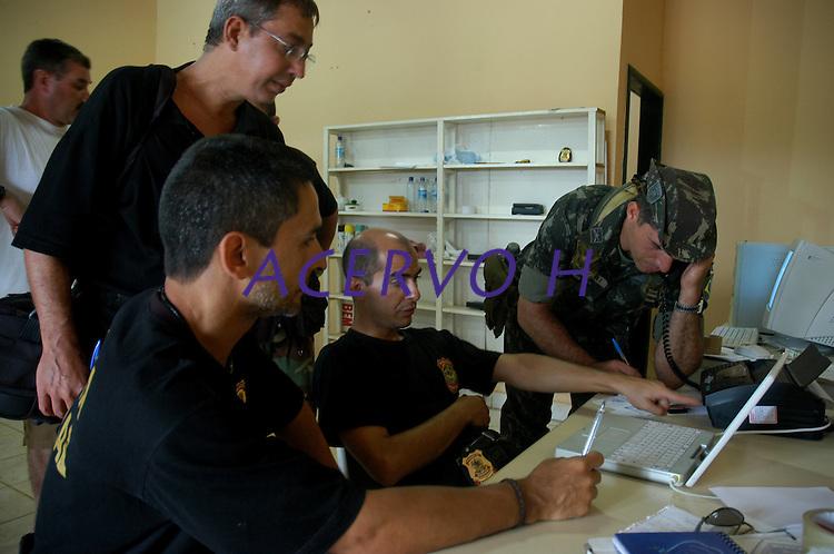 Forças federais e estaduais chegam ao município durante as investigações pelo assassinato de irmã Dorothy Stang.<br /> Anapú , Pará, Brasil<br /> 17/02/2005<br /> Foto Paulo Santos