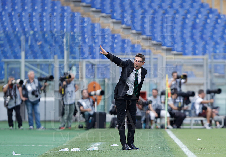 Calcio, Serie A: Roma vs Sassuolo. Roma, stadio Olimpico, 20 settembre 2015.<br /> Sassuolo's coach Eusebio Di Francesco gestures to his players during the Italian Serie A football match between Roma and Sassuolo at Rome's Olympic stadium, 20 September 2015.<br /> UPDATE IMAGES PRESS/Isabella Bonotto