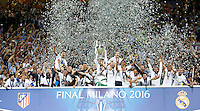 Calcio, finale di Champions League: Real Madrid vs Atletico Madrid. Stadio San Siro, Milano, 28 maggio 2016.<br /> Real Madrid's Sergio Ramos holds up the Champions League trophy at the end of their final match against Atletico Madrid, at Milan's San Siro stadium, 28 May 2016. Real Madrid won 5-4 on penalties after the game ended 1-1.<br /> UPDATE IMAGES PRESS/Isabella Bonotto