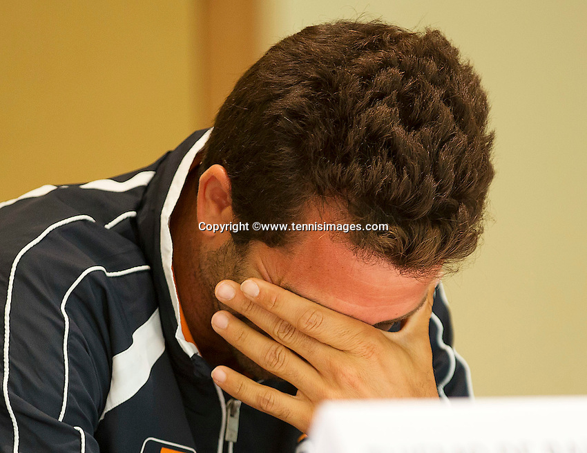 Austria, Kitzbuhel, Juli 16, 2015, Tennis, Davis Cup, Draw, Jean-Julien Rojer breaks out in laughter during the draw<br /> Photo: Tennisimages/Henk Koster
