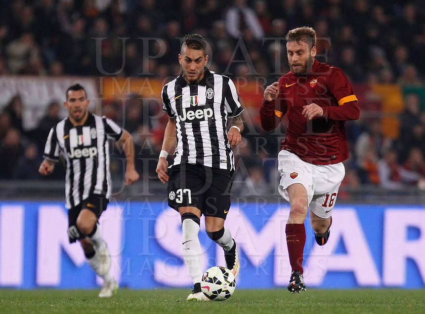 Calcio, Serie A: Roma vs Juventus. Roma, stadio Olimpico, 2 marzo 2015.<br /> Juventus' Roberto Pereyra, center, is chased by Roma's Daniele De Rossi during the Italian Serie A football match between AS Roma and Juventus at Rome's Olympic stadium, 2 March 2015.<br /> UPDATE IMAGES PRESS/Isabella Bonotto