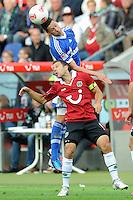 Football: Germany, 1. Bundesliga.Julian Draxler (Schalke) - Steven Cherundolo (Hannover).?Ǭ© pixathlon