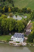 Europe/France/Aquitaine/40/Landes/Env de Port-de-Lanne : Château du Bec du Gave au Site de Horgave ou Bec du Gave ou le Gave de Pau se jette  dans l'Adour - vue aérienne  // France, Landes,  Port-de-Lanne : Bec du Gave  castle , the site Horgave or Bec du Gave or the Gave de Pau go  in the Adour Aerial view