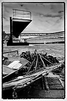 Europe/France/Normandie/76/Seine Maritime/ Le Havre : la pointe d'étrave du paquebot France de retour dans son port d'attache - La Havre décroche le nez du paquebot France. Lors d'une vente aux enchères, à Paris ce mercredi, le Ministère de la Culture a préempté le nez de l'ancien navire, au profit de la ville du Havre. // Europe / France / Normandy / 76 / Seine Maritime / Le Havre: the bow point of the liner France back in its home port - La Havre takes down the nose of the liner France. At an auction in Paris on Wednesday, the Ministry of Culture preempted the nose of the old ship, for the benefit of the city of Le Havre.