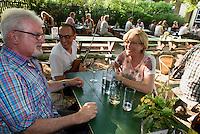 Heurigen Garten Berger Gsöls in Grinzung bei Wien, Österreich<br /> Heurigen Garden Berger Gsöls in Grinzung near Vienna, Austria