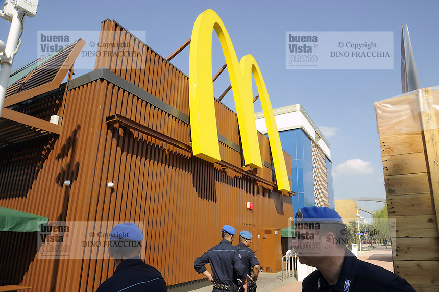 - Milano, Esposizione Mondiale Expo 2015,  fast food Mc Donald's<br />