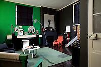 Antique Dealer's Atelier - Paris