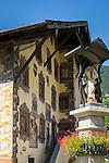 Austria, Tyrol, Pitztal Valley, Wenns in Pitztal Valley; the 'Platzhaus' at village square with frescoes | Oesterreich, Tirol, Pitztal, Wenns im Pitztal: das 'Platzhaus' am Dorfplatz mit umfangreicher Lueftlmalerei