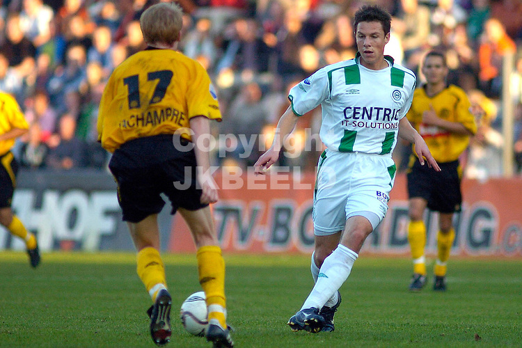 groningen - roda jc 30-10-2005 eredivisie seizoen 2005-2006 mark fledderus in duel met lachambre