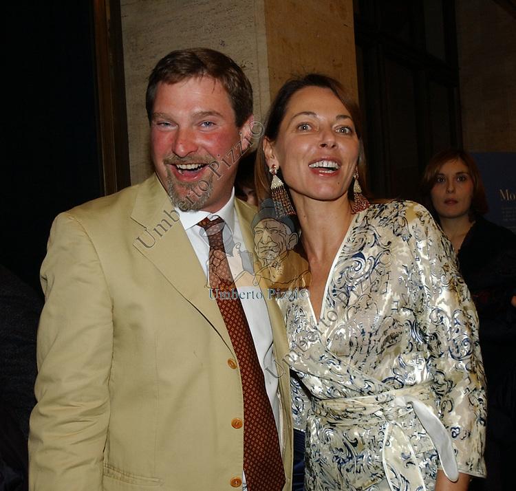 """UMBERTO ZOCCA CON BARBARA MODESTI<br /> VERNISSAGE """"ROMA 2006 10 ARTISTI DELLA GALLERIA FOTOGRAFIA ITALIANA"""" AUDITORIUM DELLA CONCILIAZIONE ROMA 2006"""