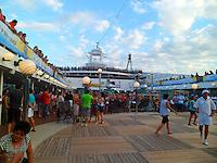 CABO FRIO, SP, 02 MARÇO 2013: ZEZÉ DI CAMARGO E LUCIANO/SANTOS -  Cruzeiro ?É o Amor? da dupla sertaneja Zezé di Camargo e Luciano no navio MSC Magnifica, neste sábado (2), em Cabo Frio. O cruzeiro tem duração de quatro dias, começando em Santos, passando por Cabo Frio, Ilhabela e retornando ao porto santista no próximo domingo (3). (FOTO: ORLANDO OLIVEIRA/  BRAZIL PHOTO PRESS).