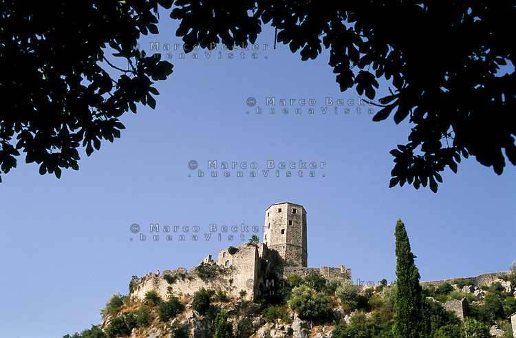La torre della fortezza di Počitelj, antica cittadina della Bosnia --- The tower of Citadel Počitelj, ancient town in Bosnia