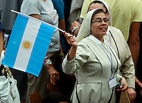 Una suora sventola una bandierina dell'Argentina durante l'udienza generale del mercoledi' di Papa Francesco in Aula Paolo VI, Citta' del Vaticano, 6 agosto 2014.<br /> A nun waves an Argentine flag during Pope Francis' weekly general audience in the Paul VI hall at the Vatican, 6 August 2014.<br /> UPDATE IMAGES PRESS/Isabella Bonotto<br /> <br /> STRICTLY ONLY FOR EDITORIAL USE