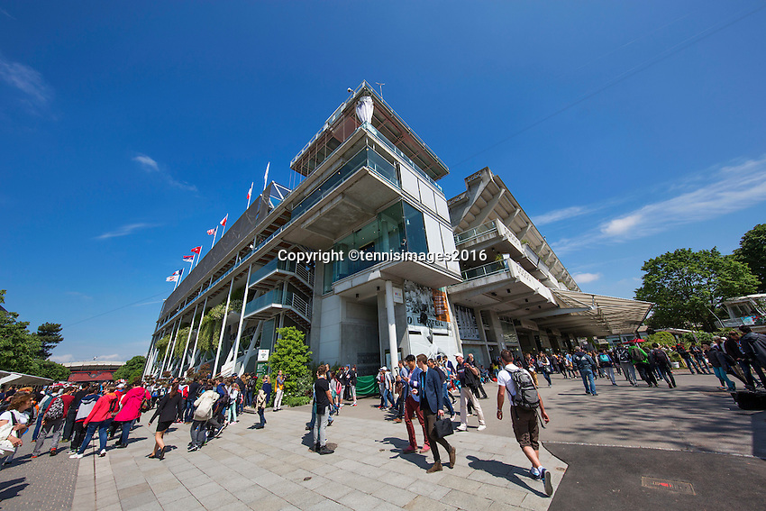 Paris, France, 25 June, 2016, Tennis, Roland Garros,  ambiance court Central Philippe Chatrier<br /> Photo: Henk Koster/tennisimages.com