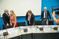 Pressekonferenz zur Vorstellung der Jahresbilanz 2016 des Berliner Universitaetsklinikum Charite am Dienstag den 21. Maerz 2017 in Berlin mit dem Aufsichtsratsvorsitzenden und regierenden Buergermeister Michael Mueller.<br /> Im Bild vlnr.: Prof. Dr. Karl Max Einhaeupl, Vorstandsvorsitzender; Astrid Lurati, Direktorin; Aufsichtsratsvorsitzender Michael Mueller; Prof. Dr. Axel Radlach Pries, Dekan.<br /> 21.3.2017, Berlin<br /> Copyright: Christian-Ditsch.de<br /> [Inhaltsveraendernde Manipulation des Fotos nur nach ausdruecklicher Genehmigung des Fotografen. Vereinbarungen ueber Abtretung von Persoenlichkeitsrechten/Model Release der abgebildeten Person/Personen liegen nicht vor. NO MODEL RELEASE! Nur fuer Redaktionelle Zwecke. Don't publish without copyright Christian-Ditsch.de, Veroeffentlichung nur mit Fotografennennung, sowie gegen Honorar, MwSt. und Beleg. Konto: I N G - D i B a, IBAN DE58500105175400192269, BIC INGDDEFFXXX, Kontakt: post@christian-ditsch.de<br /> Bei der Bearbeitung der Dateiinformationen darf die Urheberkennzeichnung in den EXIF- und  IPTC-Daten nicht entfernt werden, diese sind in digitalen Medien nach §95c UrhG rechtlich geschuetzt. Der Urhebervermerk wird gemaess §13 UrhG verlangt.]