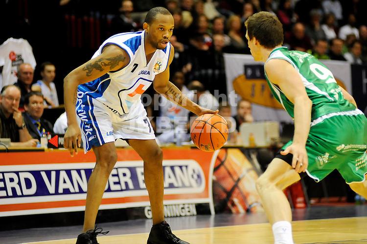 basketbal capitals - rotterdam eredivisie seizoen 2007-2008 19-04-2008 .dwayne archbold met ties theeuwkens.fotograaf Jan Kanning