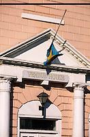 """Iles Bahamas / New Providence et Paradise Island / Nassau: le """"Pompey Muséum of Slavery and Emancipation"""" installé dans la """"Vendue House"""" c'est à dire l 'ancienne bourse et l'ancien marché aux esclaves - Bay Street - Détail de la façade"""