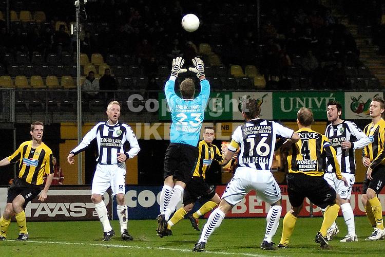 voetbal bv veendam - ado den haag jupiler league 25-01-2008.doelman christian kum redt.fotograaf Jan Kanning