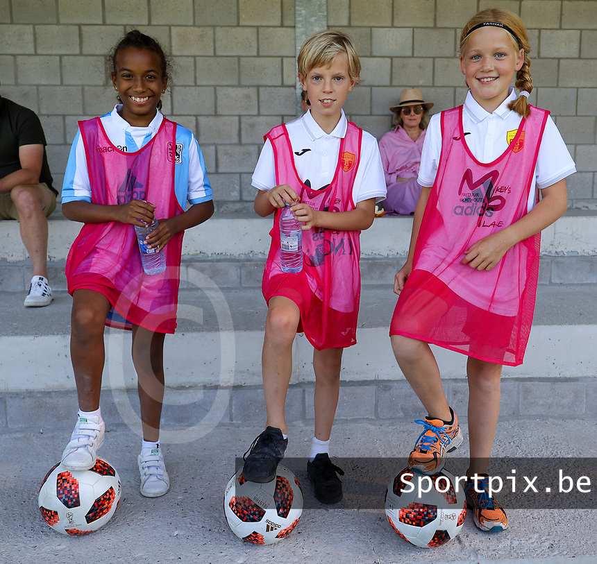 Illustration picture shows the ball boy and ball girls before  an international friendly female soccer game between the national teams of Belgium , called the Red Flames U17 and the Netherlands on Wednesday 8th of September 2020  in Kalmthout , Belgium . PHOTO SPORTPIX.BE | SPP | SEVIL OKTEM