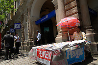 "Asien Suedasien Indien Bombay Mumbai , Filiale der Deutsche Bank in der D N Road im Zentrum - Geldwirtschaft Banken Grossbanken xagndaz | .South asia India Mumbai Bombay , Deutsche Bank at Flora Fountain - finance banks money capital market  .| [ copyright (c) Joerg Boethling / agenda , Veroeffentlichung nur gegen Honorar und Belegexemplar an / publication only with royalties and copy to:  agenda PG   Rothestr. 66   Germany D-22765 Hamburg   ph. ++49 40 391 907 14   e-mail: boethling@agenda-fototext.de   www.agenda-fototext.de   Bank: Hamburger Sparkasse  BLZ 200 505 50  Kto. 1281 120 178   IBAN: DE96 2005 0550 1281 1201 78   BIC: ""HASPDEHH"" ,  WEITERE MOTIVE ZU DIESEM THEMA SIND VORHANDEN!! MORE PICTURES ON THIS SUBJECT AVAILABLE!!  ] [#0,26,121#]"