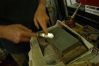Artigiani a San Lorenzo , quartiere storico di Roma..Carlo Colaizzi intagliatore in legno, nella sua bottega..Craftsmen in San Lorenzo, historic district of Rome..Carlo Colaizzi wood carver in his workshop.......